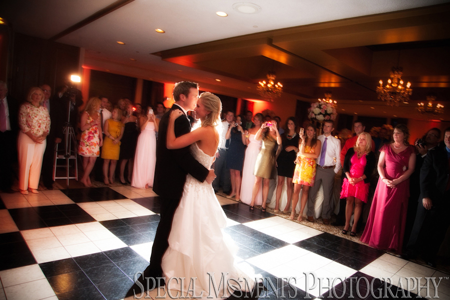 Walnut Creek Country Club South Lyon MI wedding photograph