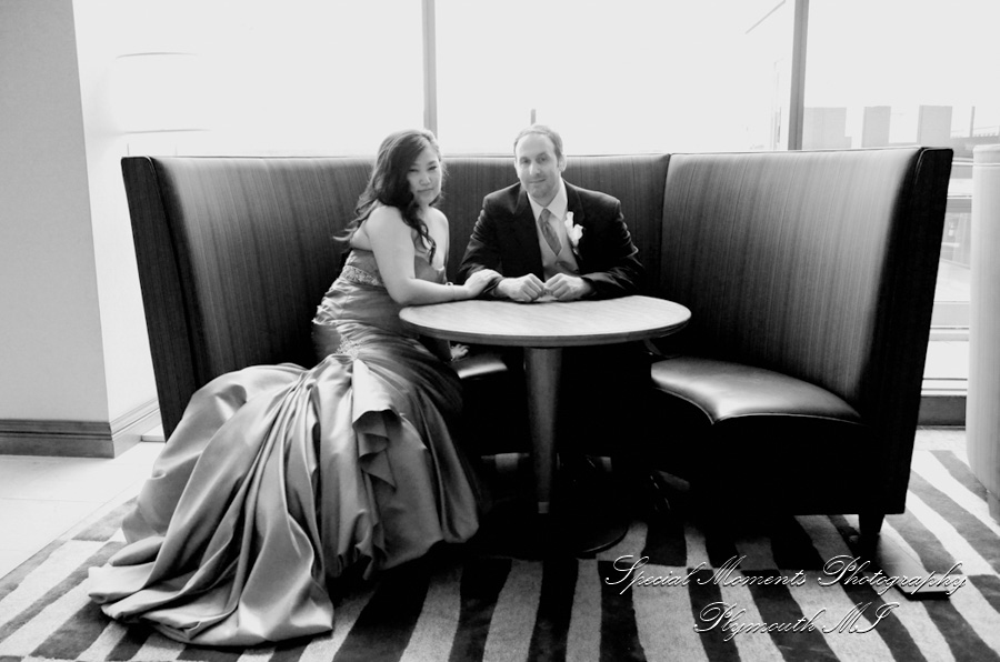 Detroit Marriott Renaissance Center wedding photograph