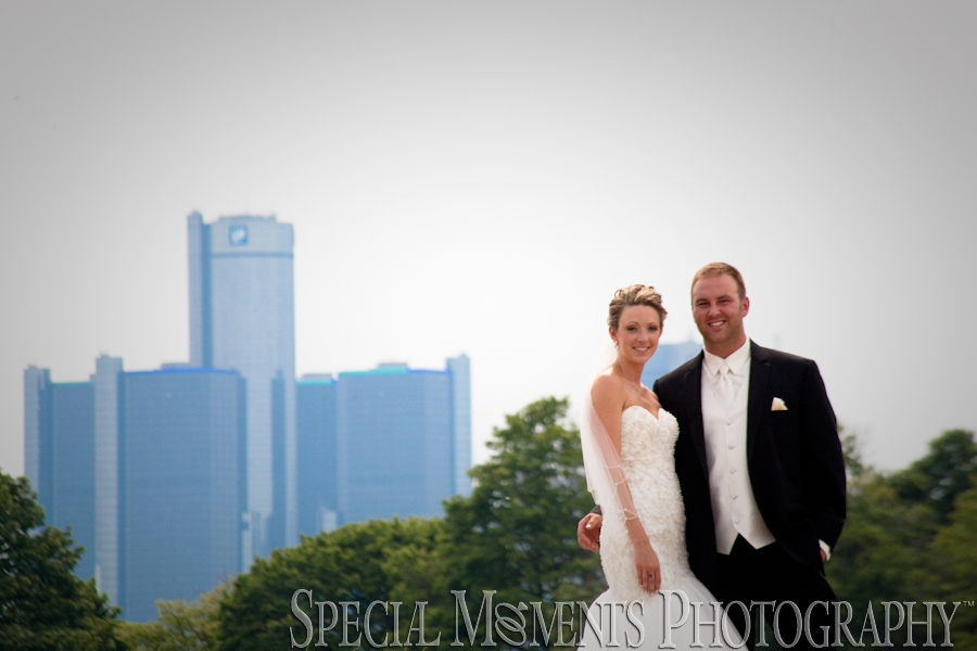 Detroit Yacht Club Detroit / Belle Isle wedding photograph
