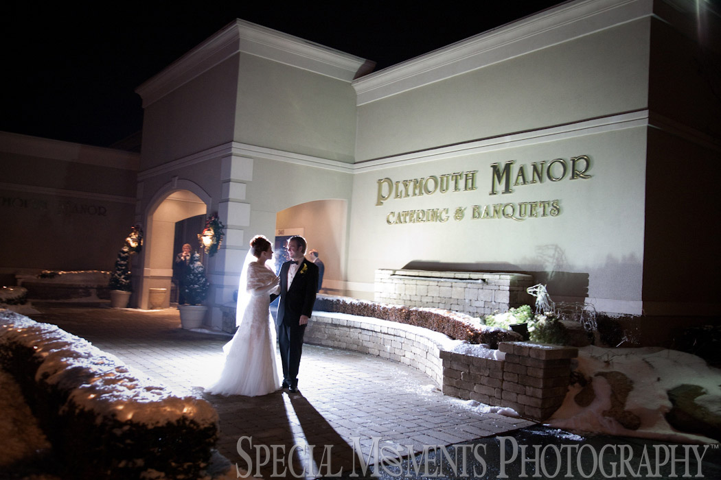 Plymouth Manor Banquet Hall Plymouth MI wedding photograph