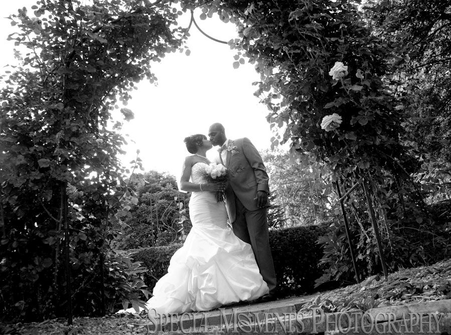 Grosse Pointe War Memorial Grosse Pointe Farms MI wedding photograph