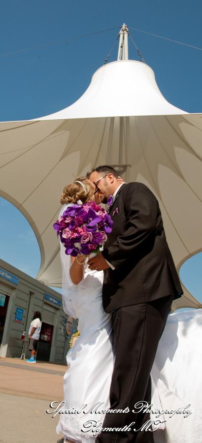 River Walk Detroit MI wedding photograph