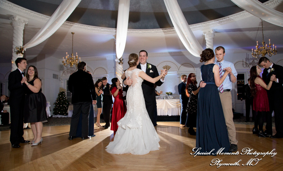 Blossom Heath Inn St. Clair Shores MI wedding photograph