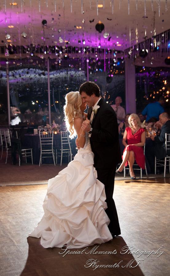Roostertail Detroit MI wedding photograph