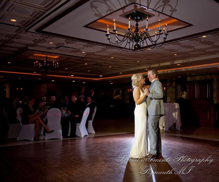 707 East Banquet Center Detroit MI wedding photograph