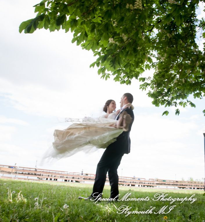 9414 Bishop Park Wyandotte MI wedding photograph