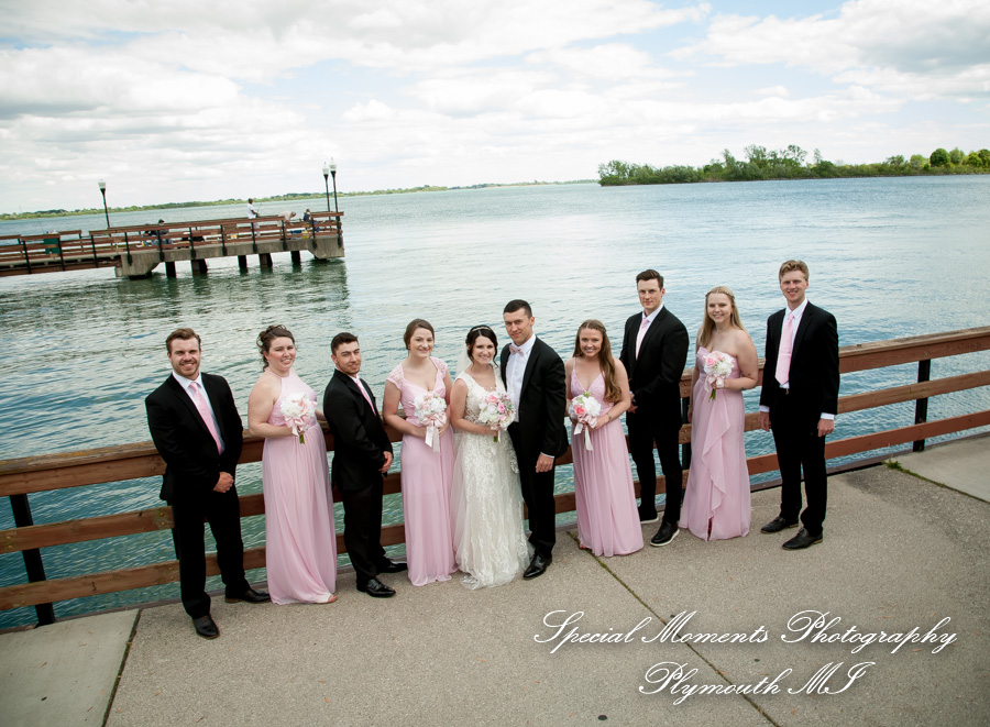 9414 Bishop Park Wyandotte MI wedding photograph